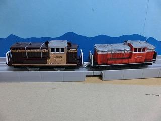 完成した「わたらせ渓谷鉄道 DE10」2両の並び④