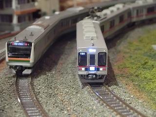 本線走行中のE233と京成3500