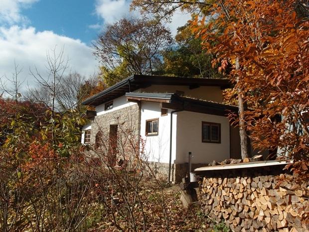 石積みの家に建具の付いた景色2