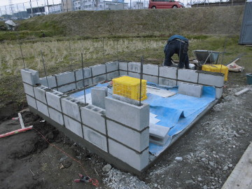 堆肥置き場のブロック積み