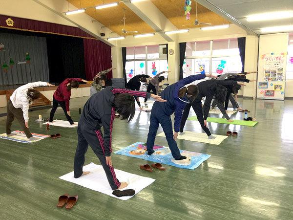 12月うぐいす第二幼稚園 PTAのための特別ヨガワークショップ 2016年 京都ヨガ・IYC京都