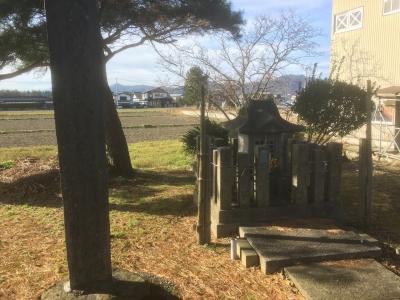 右馬頭墳墓
