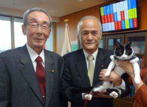 環境大臣と小川大使と猫ジャンヌ 500