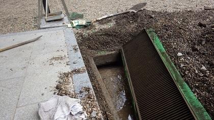 排水溝からタンク