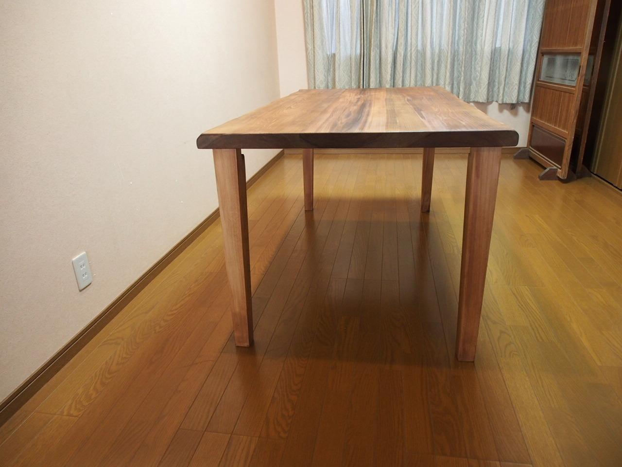 無垢材のテーブルはじざい工房