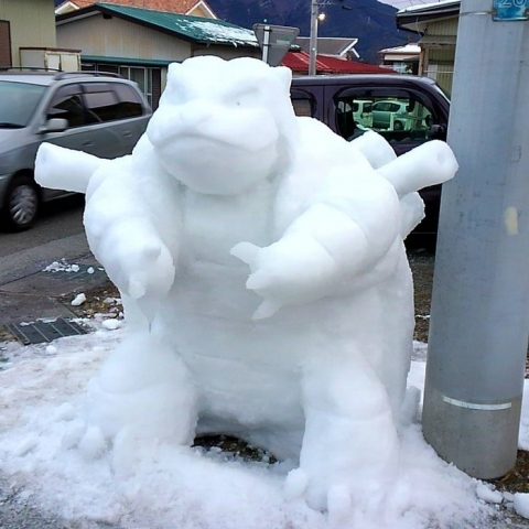 creative-snow-sculptures-heavy-snowfall-japan-12-587e213f10972__700.jpeg