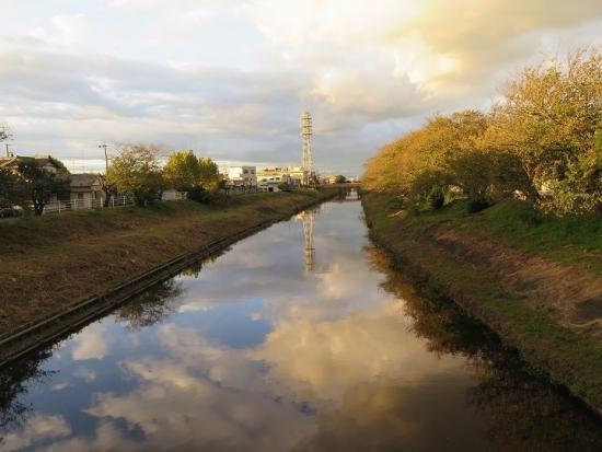 川面に映る空