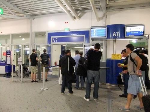 アテネ_帰路の空港 (2)
