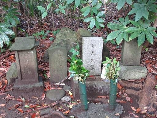 七天王塚6号塚石碑