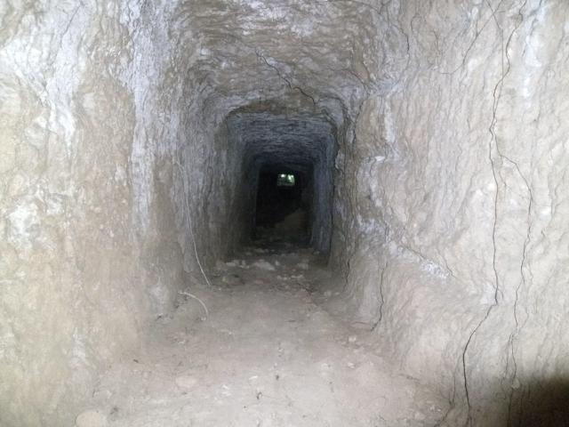 知念岬の陣地壕 (6)