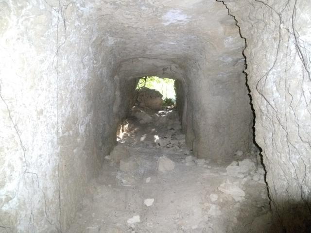 知念岬の陣地壕 (7)
