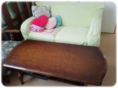 サイドテーブルとソファの片付け後