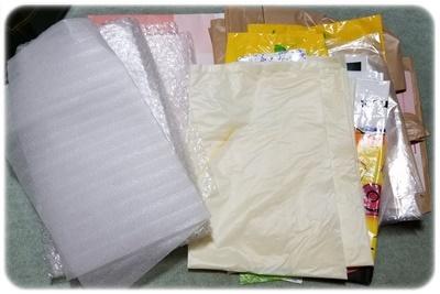 紙袋とビニール袋