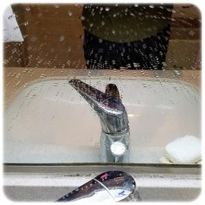 水滴のついた鏡