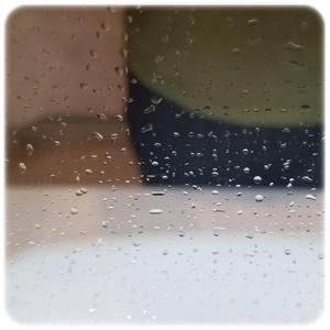 濡れたウエスで拭いた鏡