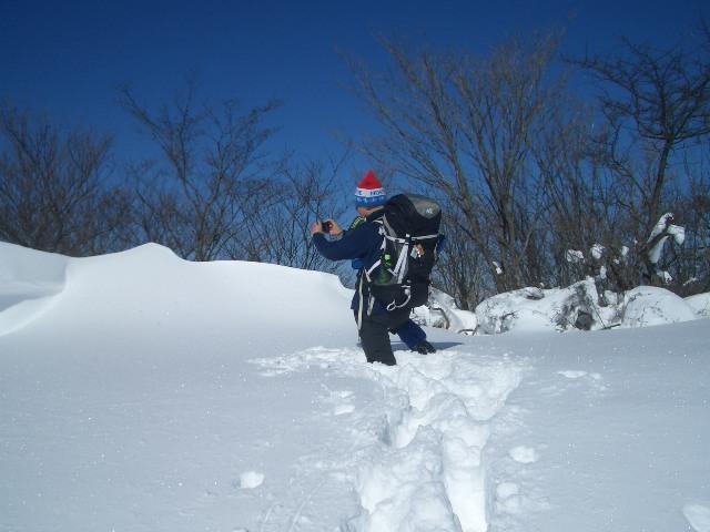 雪庇へ突入