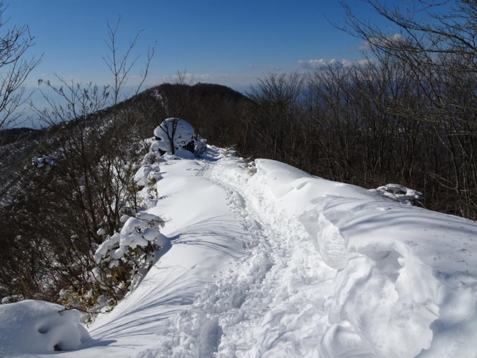 雪庇と人面岩