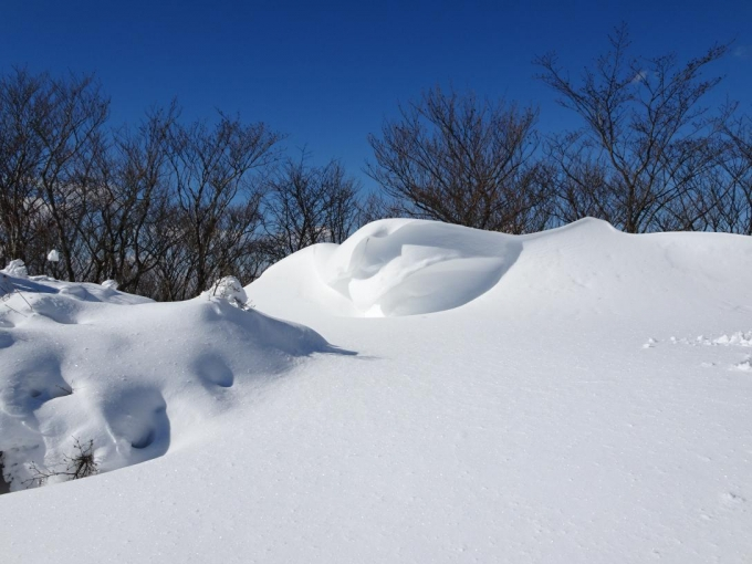 雪庇と青空