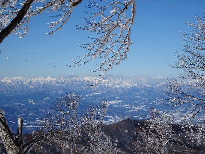 雲がとれた谷川主稜線