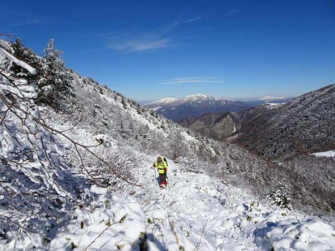 根子岳と四阿山を背に