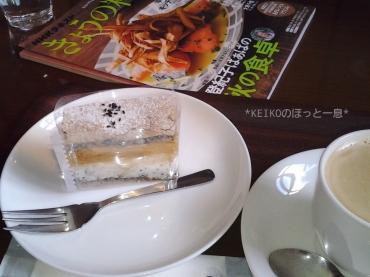 カフェでケーキ
