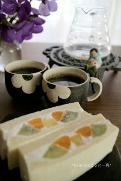 フルーツサンドとコーヒー3