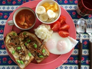 金平トーストと目玉焼き3