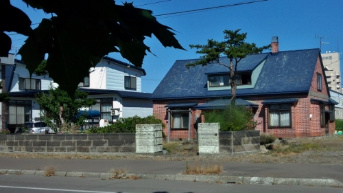 滝川 軟石+煉瓦倉庫の隣の煉瓦造住宅