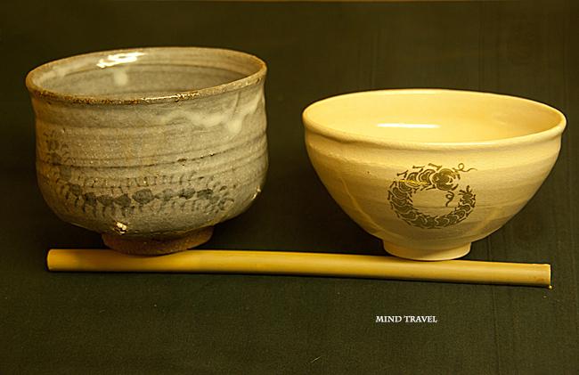 鞍馬寺 ムカデを描いた茶碗