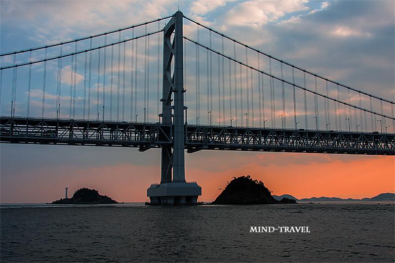 大鳴門橋と島