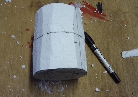 6の10仕上がった円柱に下から胴回りの線60mmを引く