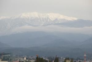 立山連峰を空港から望む