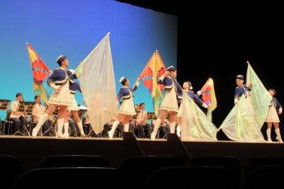 カラーガードの旗演技