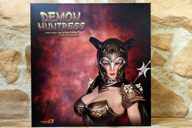 DEMON HUNTRESS 001