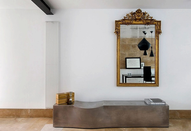 Antique-gold-framed-mirror-for-the-modern-interior.jpg