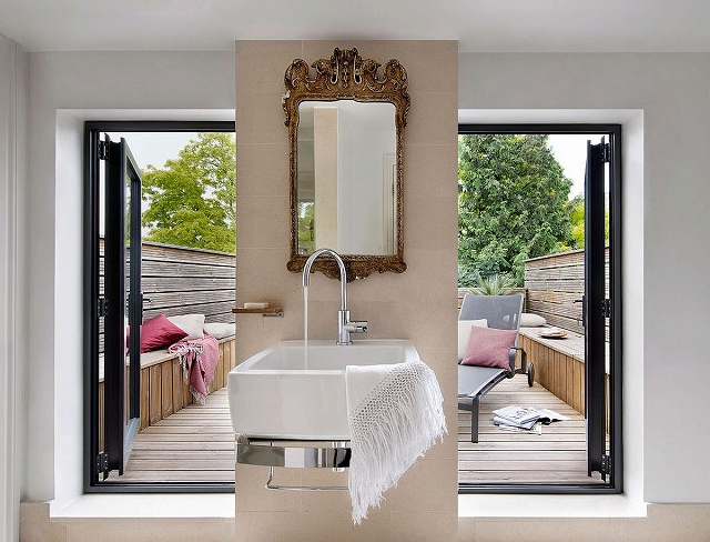Classic-design-elements-combined-with-modern-aesthetics-inside-the-London-home.jpg
