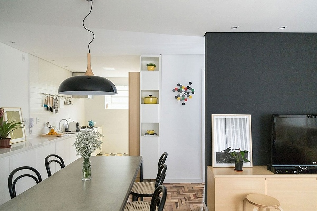 Dining-room-and-modern-kitchen-of-small-apartment-in-Brazil_20170122082840d7c.jpg