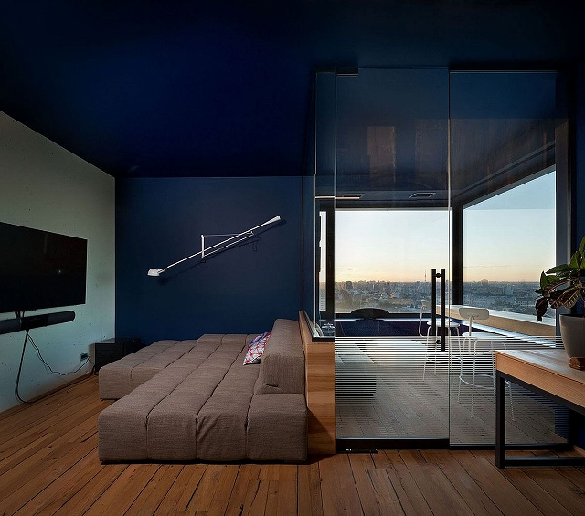 Glass-walls-block-out-sound-while-offering-stunning-city-skyline-views.jpg