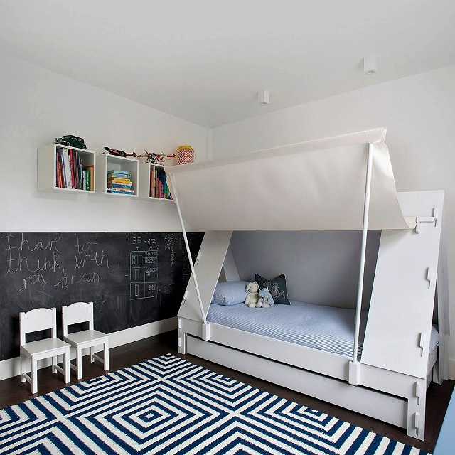 Kids-bedroom-with-chalkboard-wall-and-innovative-bed-design.jpg