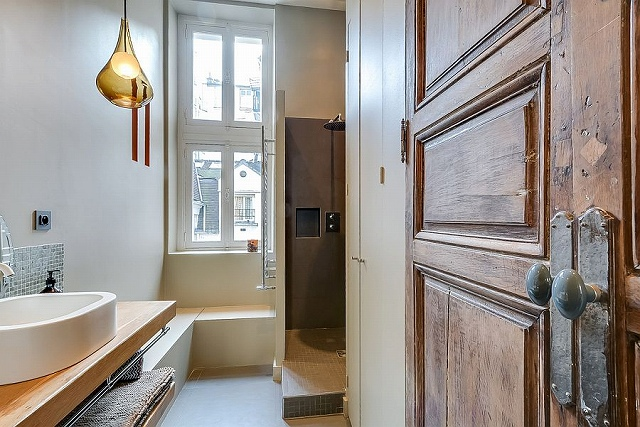 Small-bathroom-design-idea-with-a-corner-shower-space_201701291524037fc.jpg