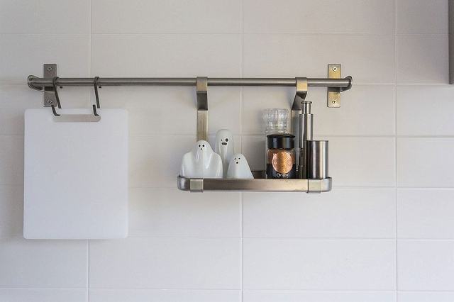 Smart-kitchen-shelving-idea-that-saves-up-on-space_20170122083003f14.jpg
