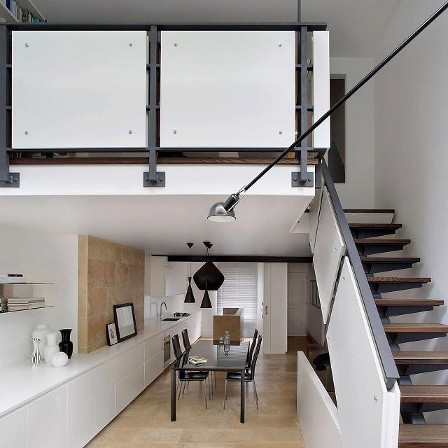 Tom-Dixon-pendant-lights-in-black-for-the-dining-room.jpg