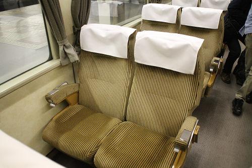 R27座席