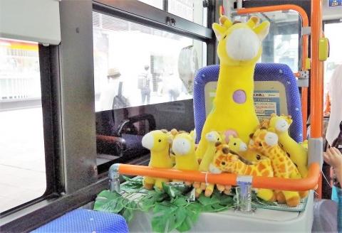 福岡市動物園行きの西鉄バスの中を撮影