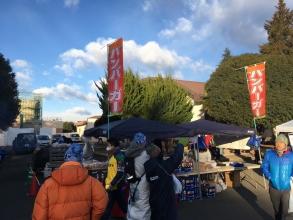 「2017 横田基地 フロストバイトレース」で横田基地の中を楽しむ♪参加賞のトレーナーは今年はグレーでした♪