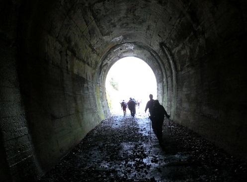 7 最初のトンネルから出るる