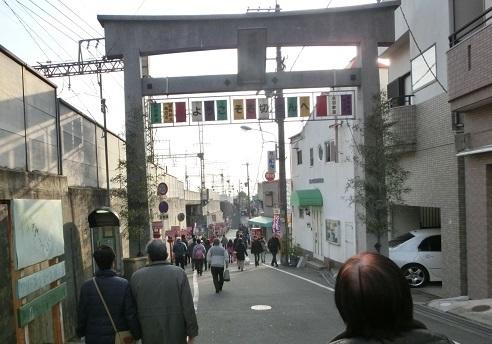 1 近鉄・奈良線の石切駅前