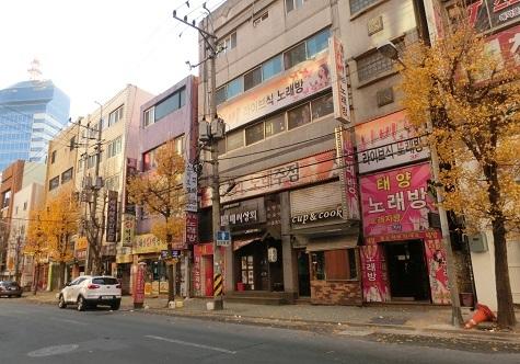 5 ホテルの近くの道路と建物