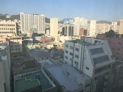 2 ホテルの窓から 朝!