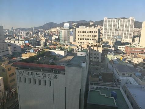 3 ホテルの窓から 朝!